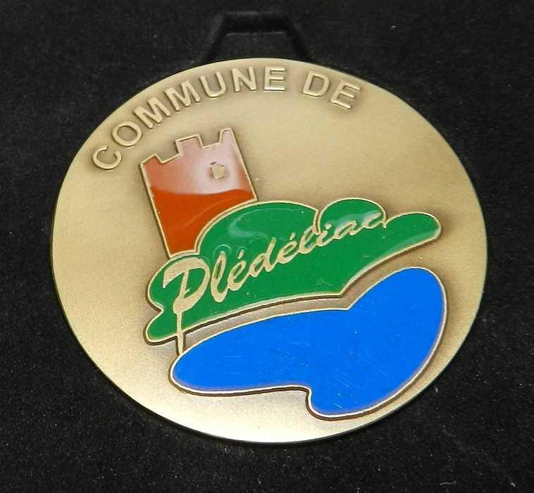 Samedi 9 janvier 2016 - Deux plédéliacais mis à l''honneur medailledepledeliac